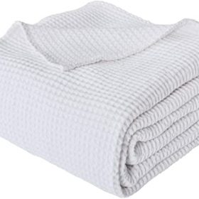 Thermal waffle weave blankets